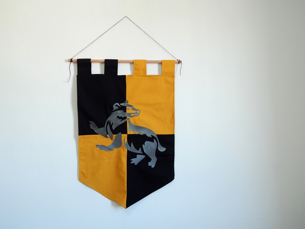 Index img hufflepuff house banner harry potter hogwarts