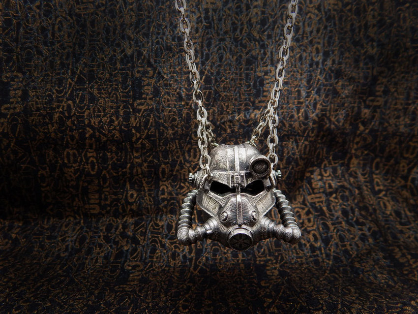 Show img fallout helmet necklace 004