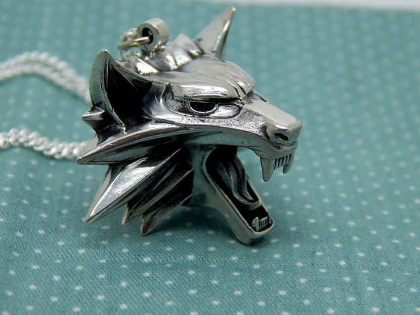 Show img the witcher medallion sterling silver wolf game